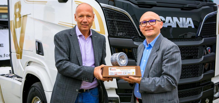 "Scania R450 z nagrodą ""Master Truck of the Year 2019"""
